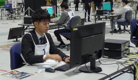 第57回技能五輪全国大会で平成28年度卒業生の高橋晋也さんが銅賞を受賞しました。おめでとうございます(電子情報科)