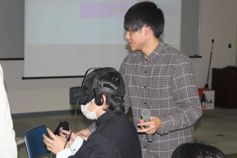 酒田光陵高校情報科2年生が電子情報科を見学(電子情報科)